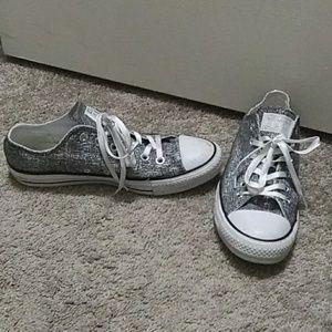 Womens size 9 converse